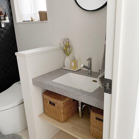トイレの洗面台下に棚をDIYするアイデア