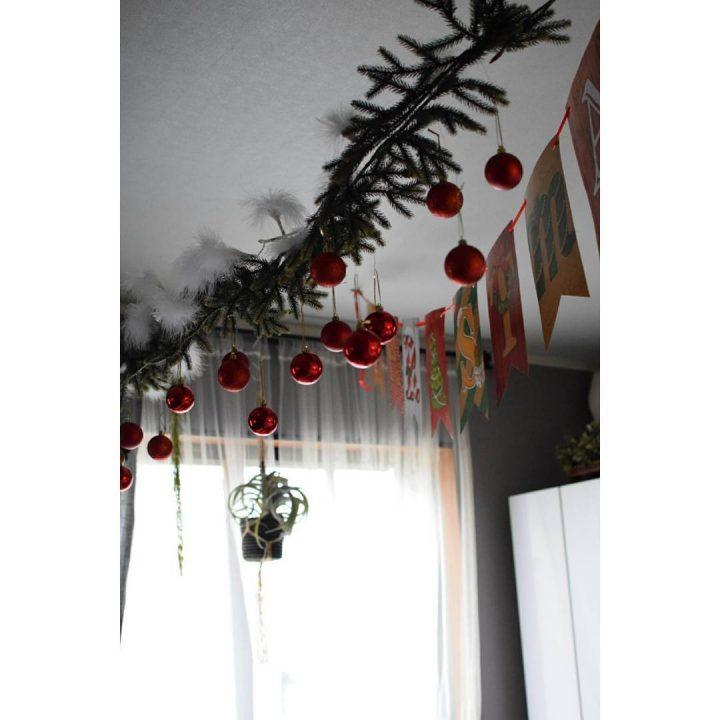 天井を彩るクリスマスの飾り付け方法