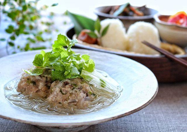ホワイトセロリ、肉団子、春雨、スープ、中華風。