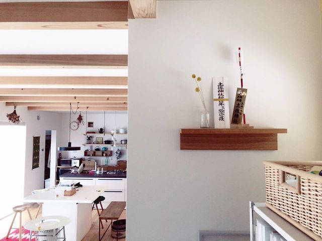 壁に付けられる家具棚のおしゃてな使い方