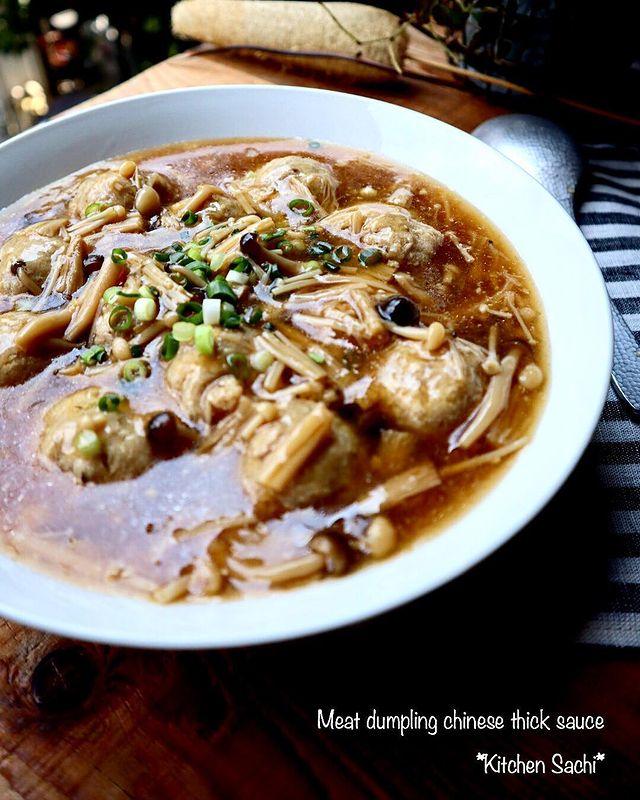 肉団子、スープ、中華風、ねぎ、えのき、しめじ、きのこ。