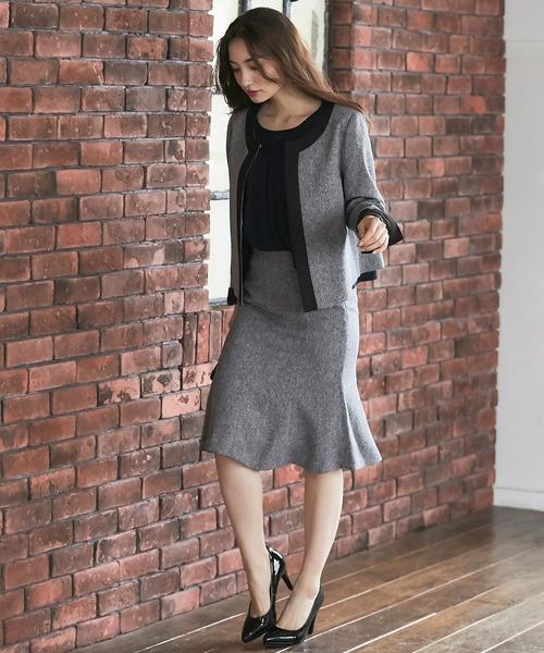 パイピングジャケット×裾フレアスカート