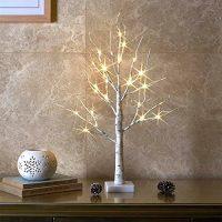 北欧インテリアに合うクリスマスツリー。手軽な卓上サイズで大人っぽいお部屋づくり