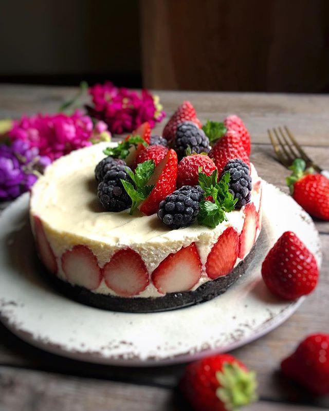 側面がおしゃれなレアチーズケーキ