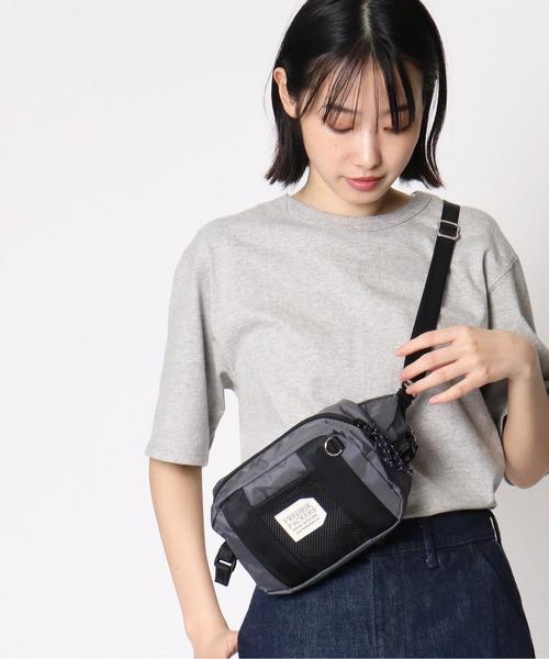 メッシュポケットが便利なミニバッグ