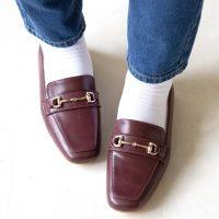 さりげないおしゃれは足元から。ローファー×靴下で作る大人の着こなし術