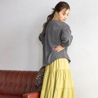 《40代女性》ティアードスカートコーデ特集。品よくまとめる大人らしい合わせ方