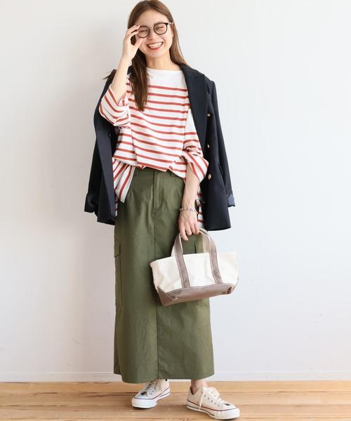 ネイビージャケット×カーキスカートの秋コーデ