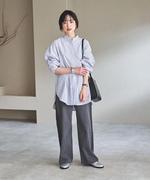 黒デニムワイドパンツ×シャツの秋コーデ