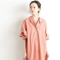 ピンクシャツの秋コーデ《2021》甘すぎない華やかな女性らしさを演出するコツ