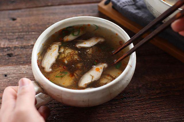 しいたけ、きのこ、スープ、もずく酢、豆腐。