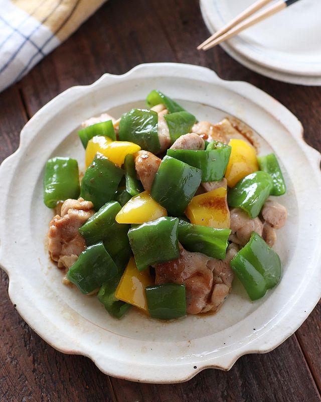 鶏肉、ピーマン、パプリカ、炒め物。