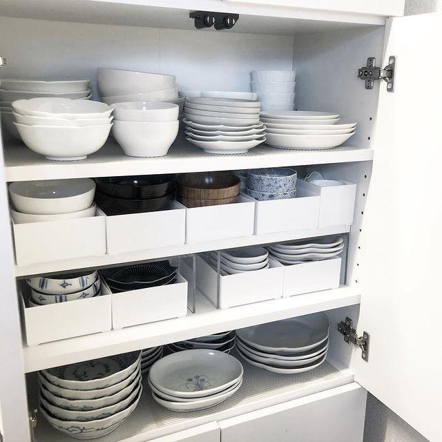 食器棚にケースを組み合わせたキッチン収納