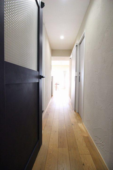 広がりを感じる、オープンな間取りと回遊動線。戸建てからマンションへの住み替えリノベーション7