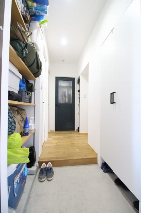 広がりを感じる、オープンな間取りと回遊動線。戸建てからマンションへの住み替えリノベーション9