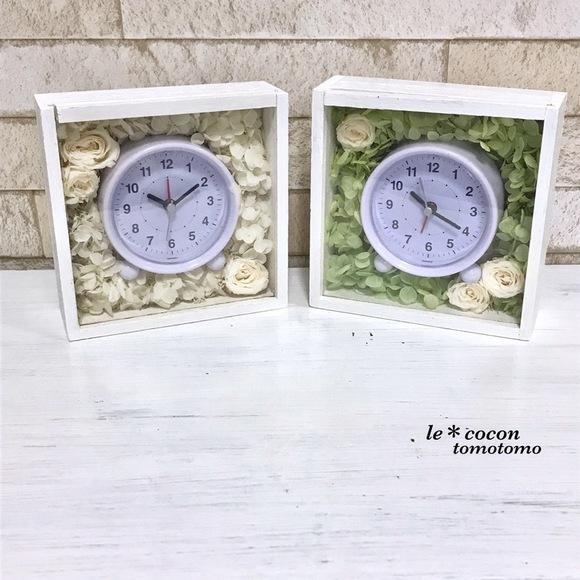 お花を敷き詰めた可愛い置き時計