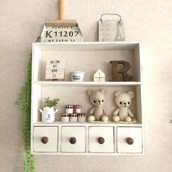 100均材料DIYで作る壁掛けの飾り棚&収納