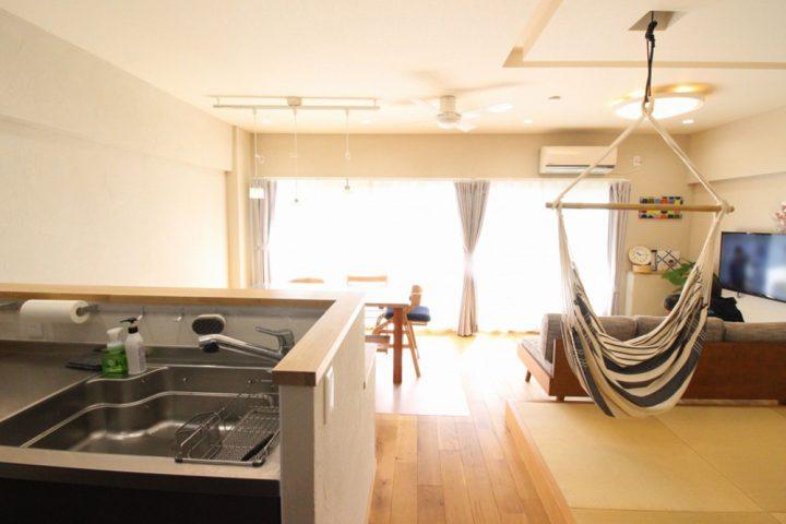 広がりを感じる、オープンな間取りと回遊動線。戸建てからマンションへの住み替えリノベーション3