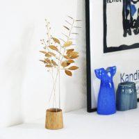 お部屋が映える、植物モチーフのブリキスティックとガラスの花瓶