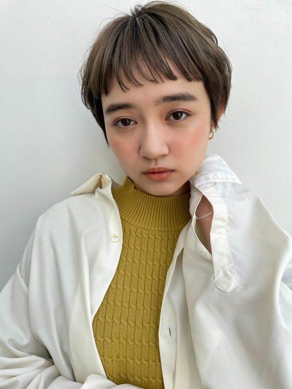 短めぱっつん前髪で決める冬のショートヘア