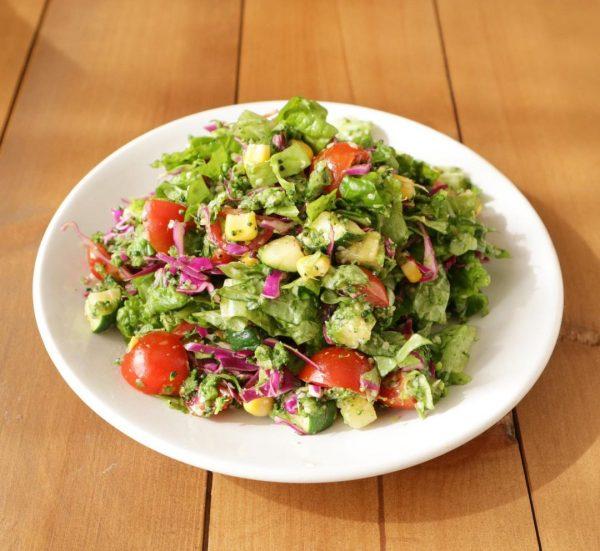 ヘルシーに食べられる葉野菜サラダ