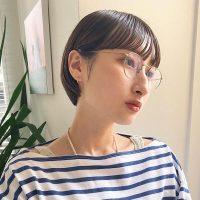 メガネに似合う前髪まとめ。小顔見えも叶うトレンドのおしゃれなスタイル