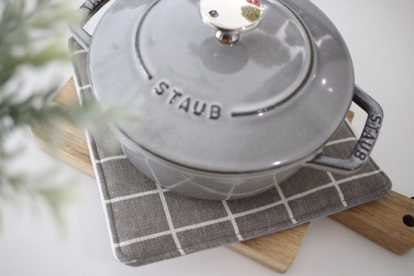 使い道がない厚めの布をリメイクした鍋敷き
