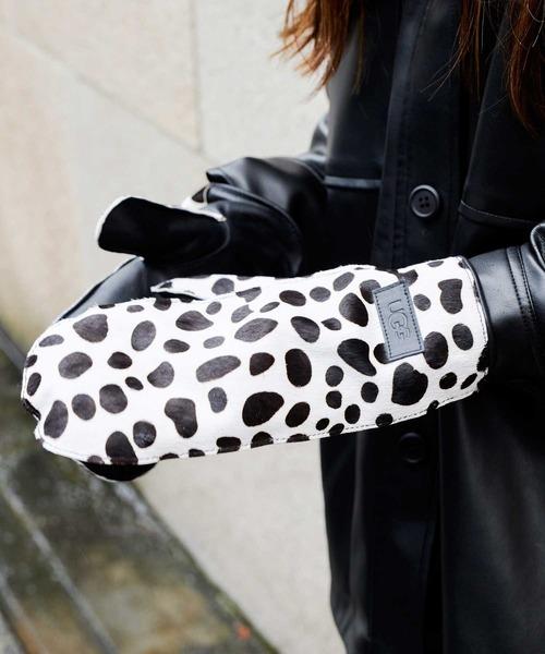 冬スタイルのアクセントとして便利な手袋