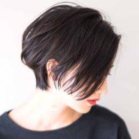 アディクシーカラーで透明感のある暗めの髪色を実現。おすすめの人気色カタログ