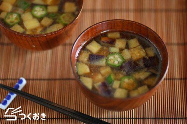 食感を楽しむなすとオクラの味噌汁レシピ