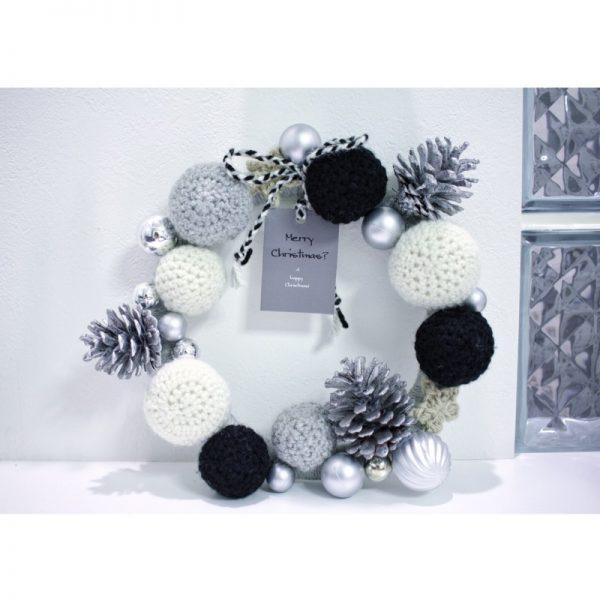毛糸で作るおしゃれで簡単なクリスマスリース