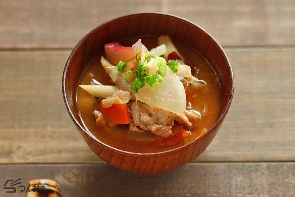 魚の献立に人気の具だくさん豚汁レシピ
